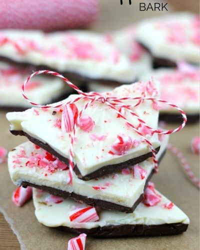 This Peppermint Bark is one of the quickest and most delicious holiday candy ideas! Chocolate and peppermint are the perfect treat combination. | Christmas Candy | Homemade gift Idea