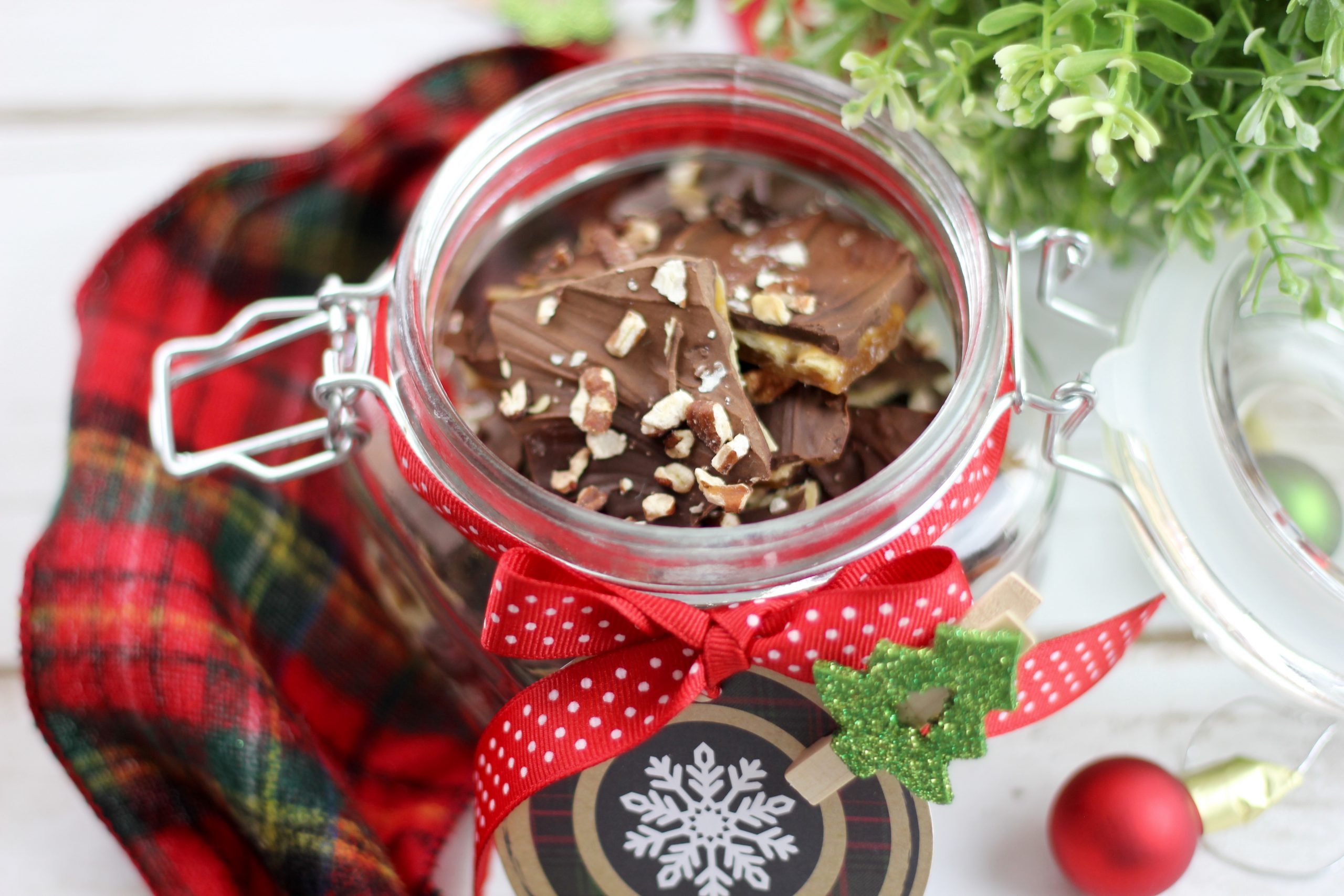 Try these amazing Christmas Crack Recipes that will have you coming back for more. The salty, sweet combo of this holiday candy idea is addictively good and easy to make!