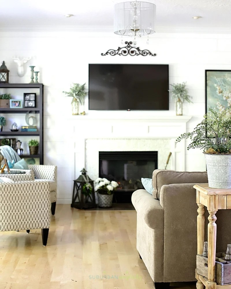 Living Room Decorating Ideas on a Budget - Suburban Simplicity