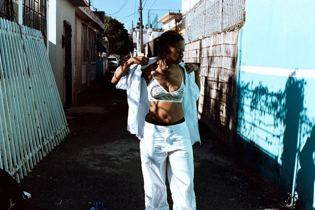 "Morena Espiritual on the set of music video ""BEBECIT"""