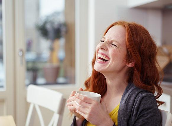 Wanita ketawa (success.com)
