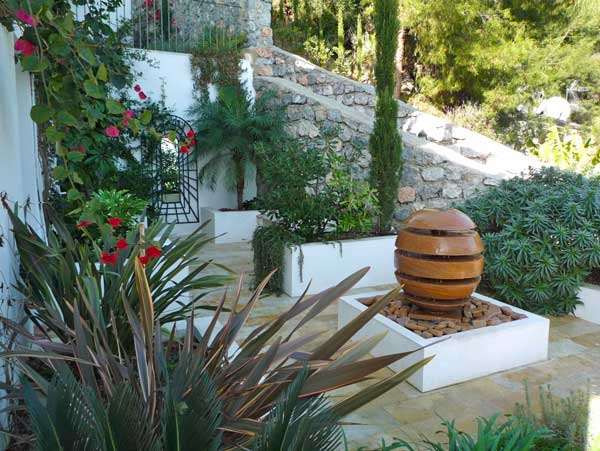 Small garden design spanish courtyard update part 5 for Successful garden design