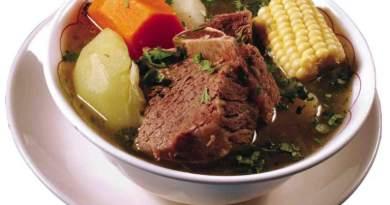 Delicioso plato de la gastronomia guatemalteca conocido como caldo de res