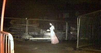 aterrador ente conocido como la novia fantasma, captado por una camara de seguridad en inglaterra.