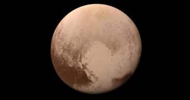 Plutón planeta enano de nuestro sistema solar, es de color marrón.