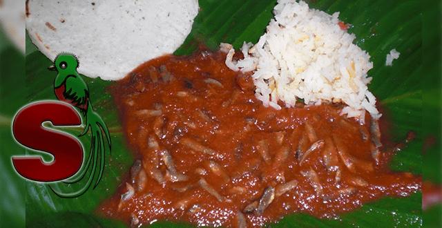 Receta de patín guatemalteco, un platillo típico de Sololá que consiste en recado de tomate con pescaditos secos