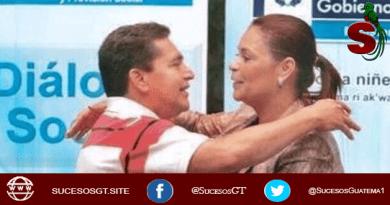 Joviel Acevedo abrazando a Roxana Baldetti