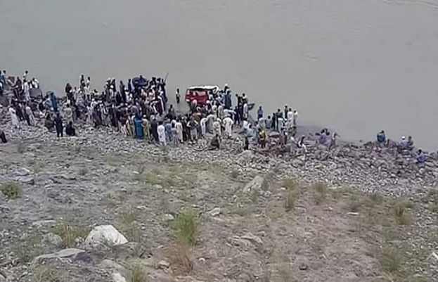 Twelve People drown as jeep plunges into Indus River In Chilas