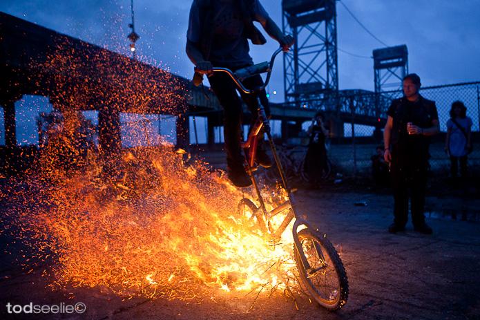 bici en llamas