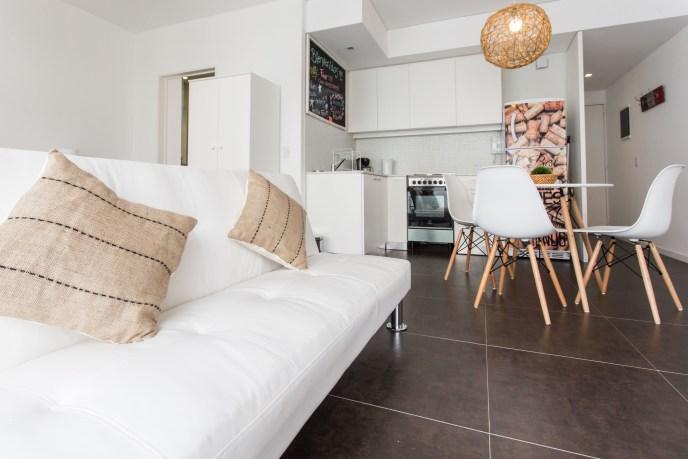 Apartemento amoblado con balcon superior living sillon