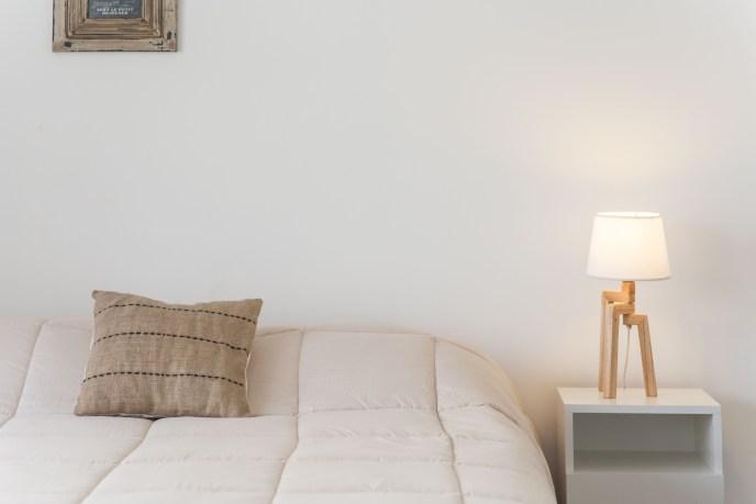 Apartemento amoblado con balcon superior cama mesa luz