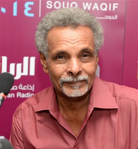 أبو عركي يشارك نجله «المرتجى» فرحة التخرج