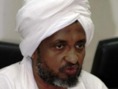 رجل يقتحم المؤتمر الصحفي للحركة الإسلامية ويتهم الزبير بالفساد
