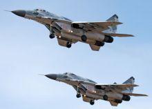 تركيا تسقط طائرة روسية.. مقتل طيار وأسر الآخر