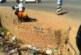 بالصورة : أطفال يصطادون أسماك من مياه آسنة بمجاري الخرطوم !!