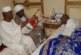 السفير السوداني بمصر يزور الفنان عبود تبوري في مشفاه ويعزف على أنغام الطمبور !!