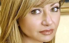 ليلى علوي تطالب السيسي بالتدخل لمنع قرصنة الأفلام
