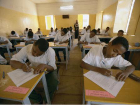 وزارة التربية بالخرطوم تعترف بتسرب إمتحان تجريبي عبر واتساب