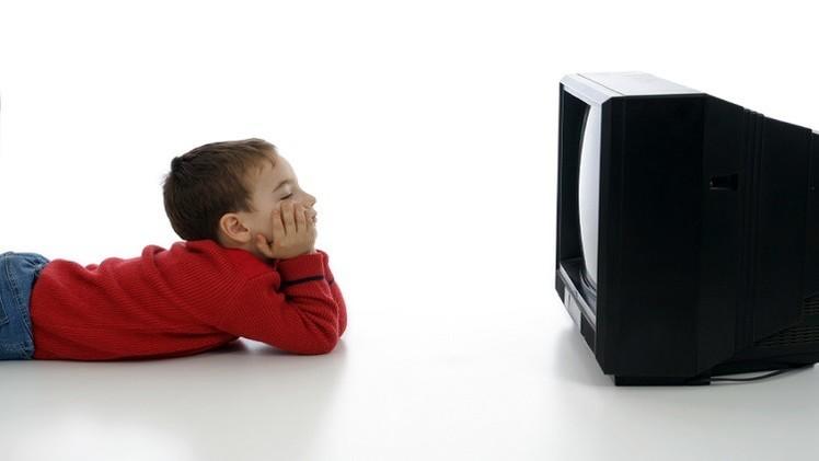 مشاهدة التلفزيون يحسّن من مستوى الأطفال الدراسي