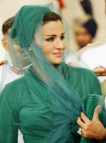 (44) معلومة عن «سيدة قطر الحديدية»: وصفت الشعب التونسي باللئيم ولا تطيق زوجة ابنها الجميلة