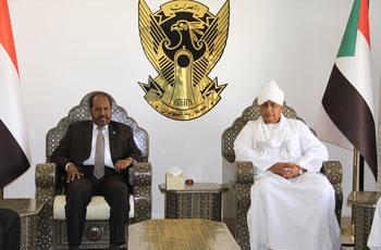 الرئيس الصومالي يتوقف بمطار الخرطوم