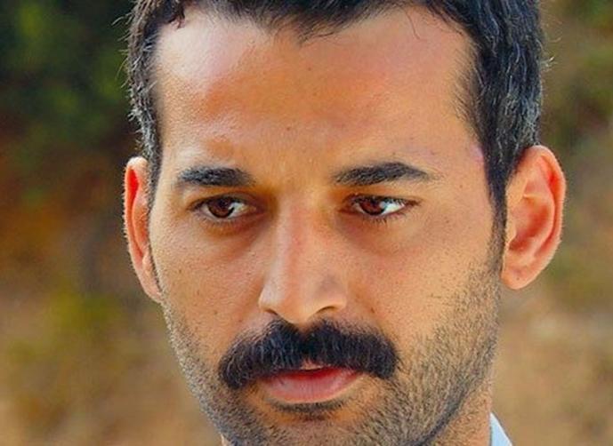 الممثل التركي أورهان شيمشك يقتل والده بـ32 طعنة ويُسلِّم نفسه