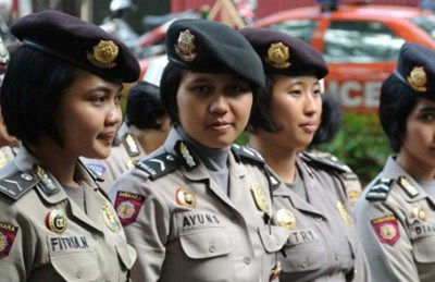 إندونيسيا تمنع خروج النساء بعد الساعة 11 مساء