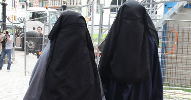 بالصورة: لماذا خلعت زوجة النائب التركي الحجاب؟!