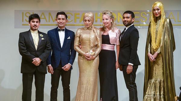 عرض ماليزي للأزياء الإسلامية على هامش مهرجان كان