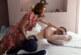 بالصور: رجل يختبر آلام المخاض والولادة
