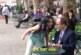 بالفيديو: شاهد ماذا فعل رجال تحرشت بهم فتاتان بكلمات غير لائقة في الشارع