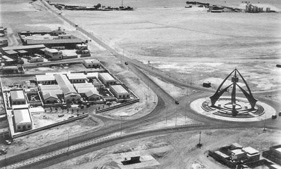 بالفيديو: شوارع دبي في الستينيات.. صيادون وبسطاء وأبنية عادية ومسجد متواضع