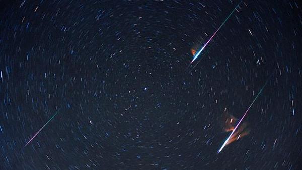 كائنات فضائية تتصل بالارض والعلماء  لا نفهمها