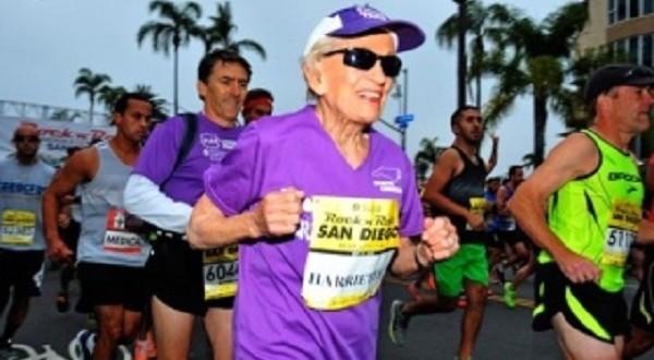 تسعينية أمريكية تصبح أكبر امرأة تشارك في سباق ماراثون
