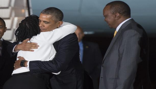 بالصور: أوباما وسط عائلته في كينيا.. و جدته ستذبح له دجاجة