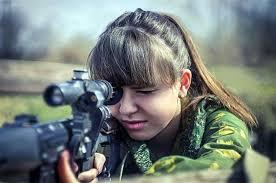 بالصور … 5 أسباب تدفع الفتيات للالتحاق بالجيش الروسي