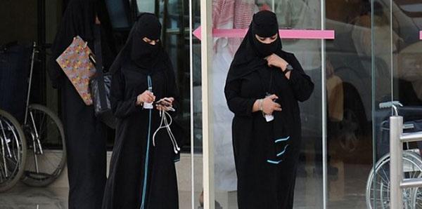 سعودية تطرد والدتها من المنزل بسبب زوجها..!