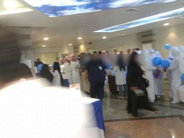 بالصور: إحتفال مختلط وفاضح في أجواء رومانسية بأحد المستشفيات