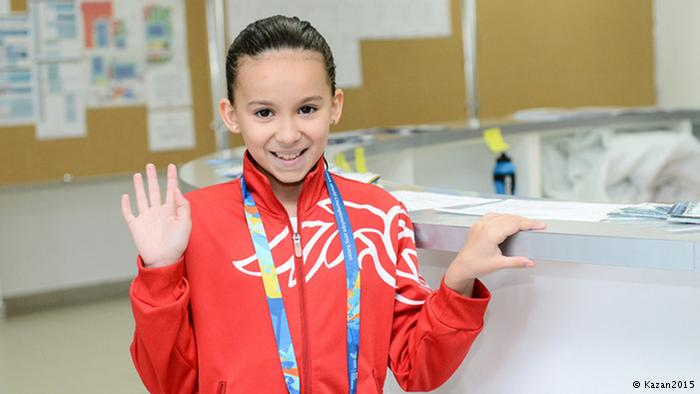 جدل حول طفلة بحرينية تشارك في بطولة العالم للسباحة