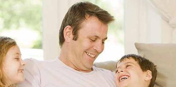 الأب أفضل من الأم في سرد قصص الطفل