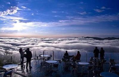 بالصور: مطاعم الخليج فوق السحاب وقمم الجبال وعلى سطح الماء