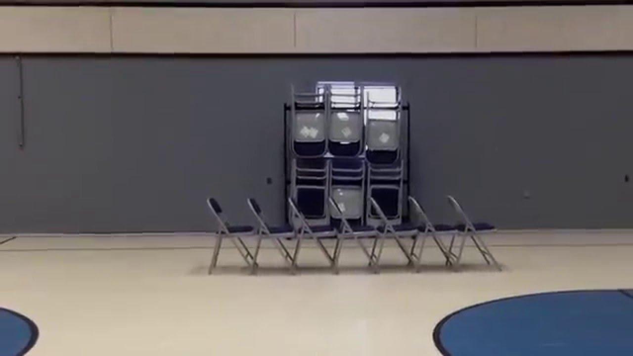 بالفيديو.. سقوط مؤلم لصبي حاول استعراض مهاراته في القفز