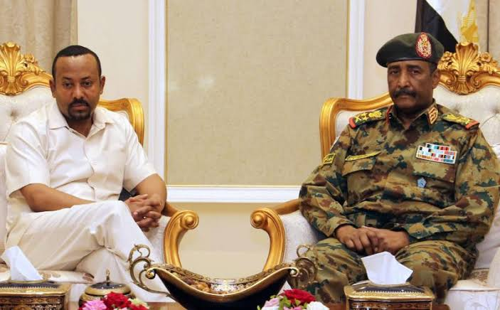 Ethiopian Prime Minister Abiy Ahmed (L) meets with the head of Sudan's ruling Military Council General Abdel Fattah al-Burhan (R), in Khartoum, June 7, 2019 [Photo by AFP]