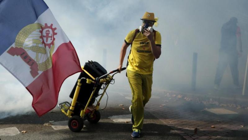 France: plusieurs milliers de Gilets jaunes à Toulouse, sous les gaz lacrymogènes
