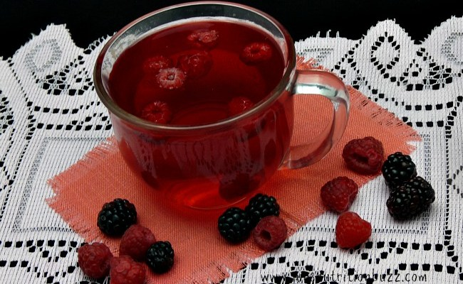 Boost Metabolism With White Tea Drink Infused With Berries & Lemon