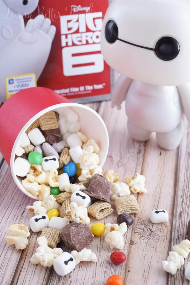 This Big Hero 6 Snack Mix is a sweet combo of treats perfect for enjoying the movie with! #BigHero6Release #Ad #CollectiveBias