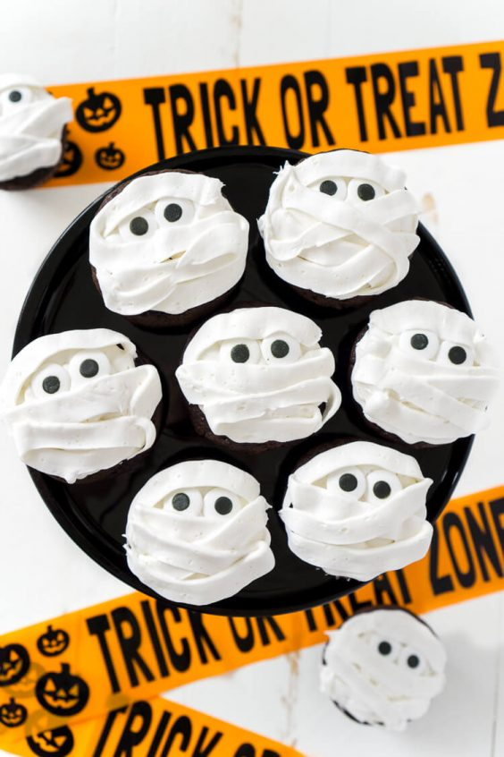 These spooky, sweet Mummy Halloween Cupcakes are the perfect addition to any Halloween celebration, whether it be a killer costume party or a scary movie marathon at home.