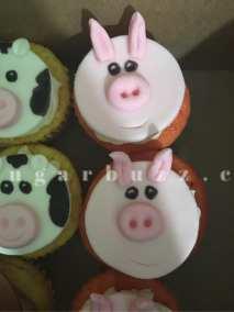 2 web pig cupcakes w