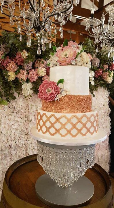 TRACY WEDDING CAKE 8B64D1E3-813E-4D12-BF91-7D6EEE6B91B3