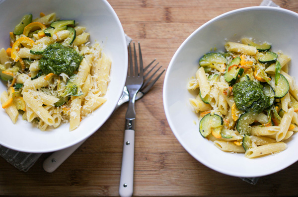 Penne with zucchini, blossoms and pesto